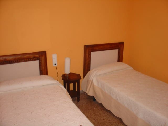 HABITACÍON HOTEL C/BAÑO DELTA EBRO - Santa Bàrbara - Hus