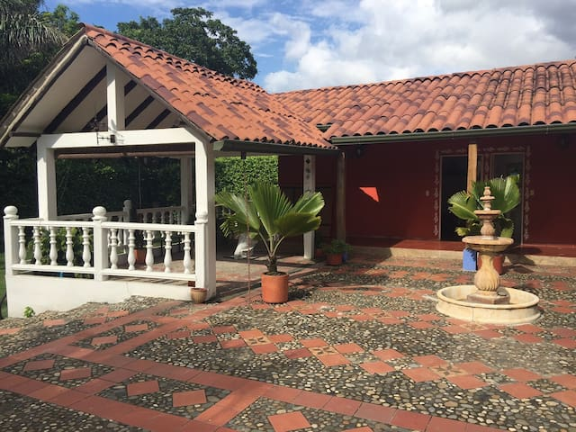 Beautiful full Villa with 4 rooms in Guaduas - Guaduas - Villa