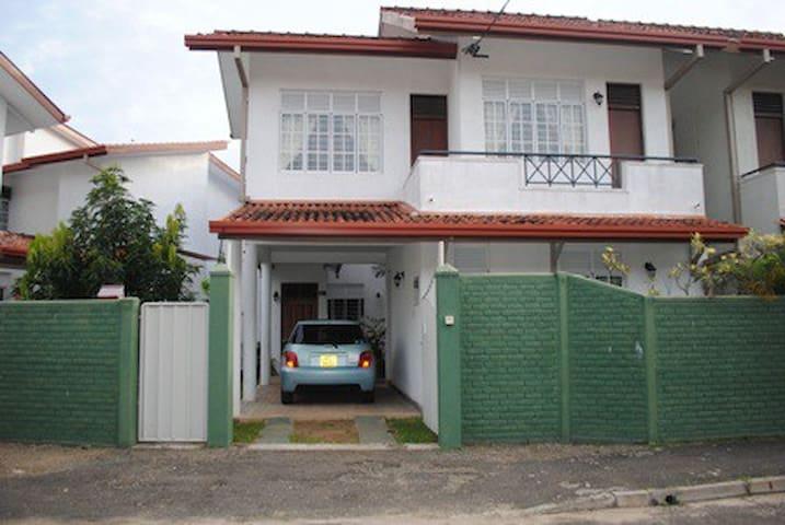 Tranquil Villa - Kotugoda JaEla - Casa