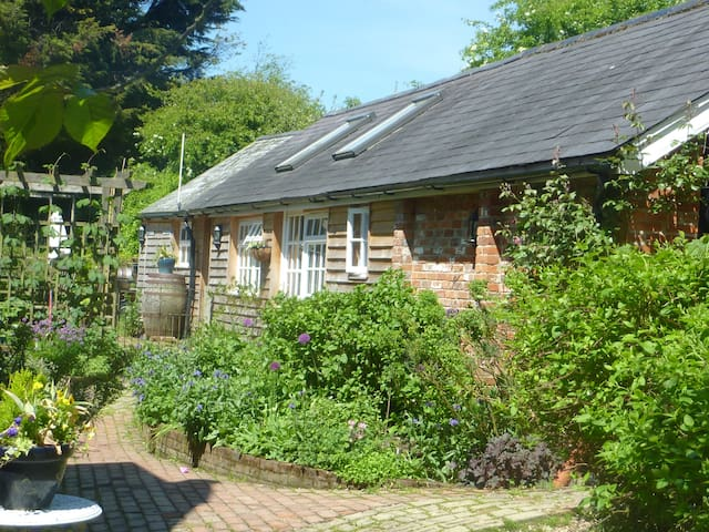 Defoe House Bed and Breakfast - Hampshire