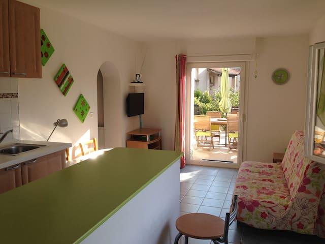 Appartement F2 44m² + Terrasse 20m² - Afa - Departamento