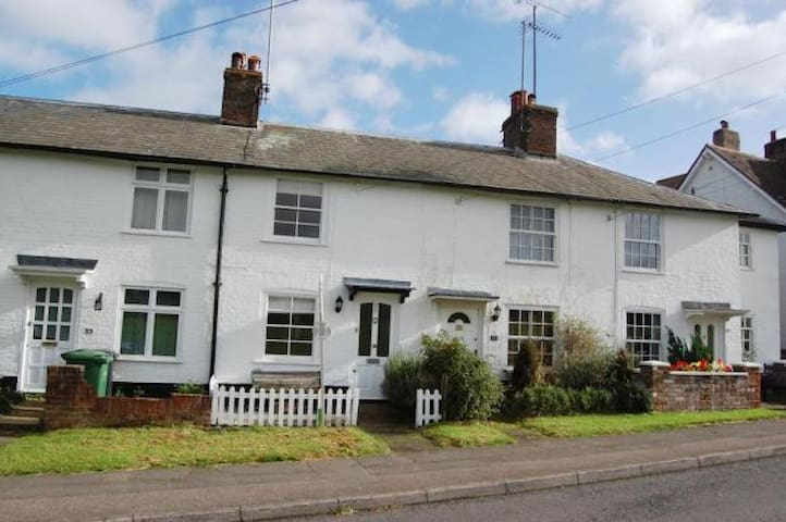 19th Century Cottage in Countryside near London - Harpenden - Casa