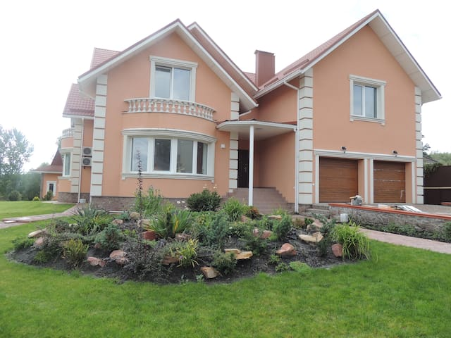 Уютный дом с летним доми - Stoyanka - Hus
