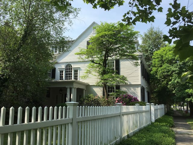 """""""Begun House"""", historic home in Farmington Village - Farmington - Hus"""