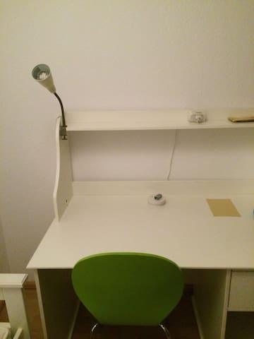 Kleines gemütliches Zimmer im Süden von Hamburg - Seevetal - Dom