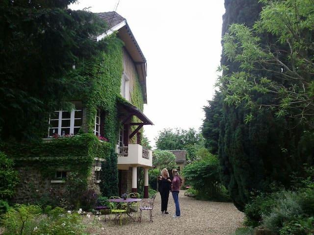 charmante grande et belle maison au bord de l'Eure - Sorel-Moussel