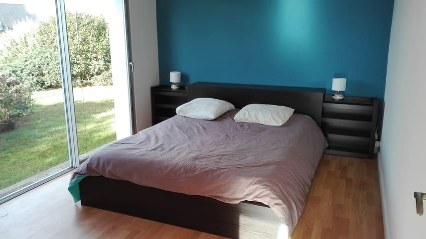 Chambre lit 160 cm, maison d'architecte proche mer - Saint-Quay-Perros - Дом