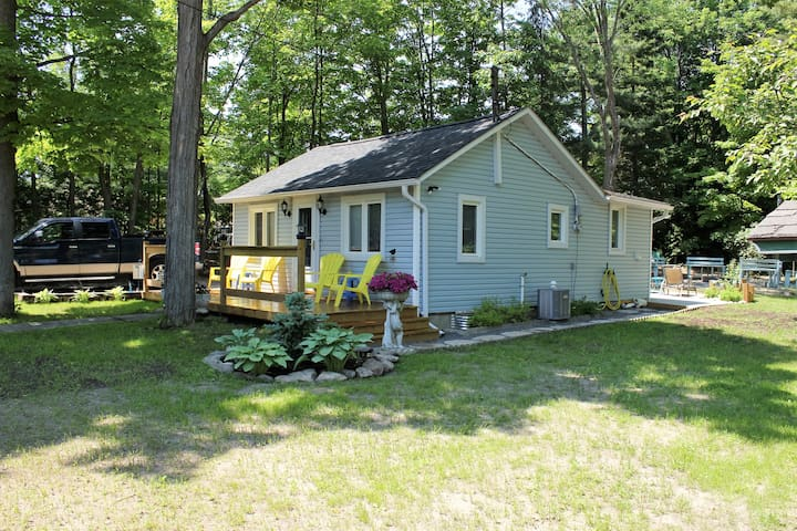 Balm Beach Cottage,large lot,WIFI,air cond.No pets - ON - Cabaña