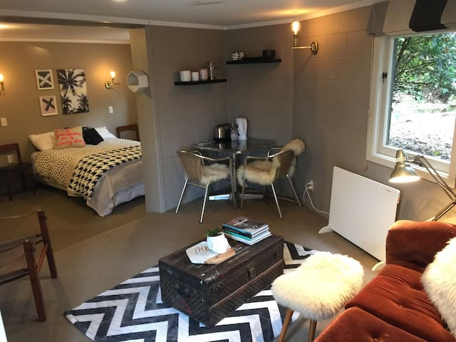 Cosy Downstairs Unit - Taupo - Huis