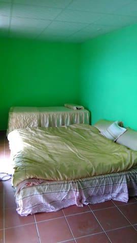 無敵海景6人房每晚6000元 - Manzhou Township