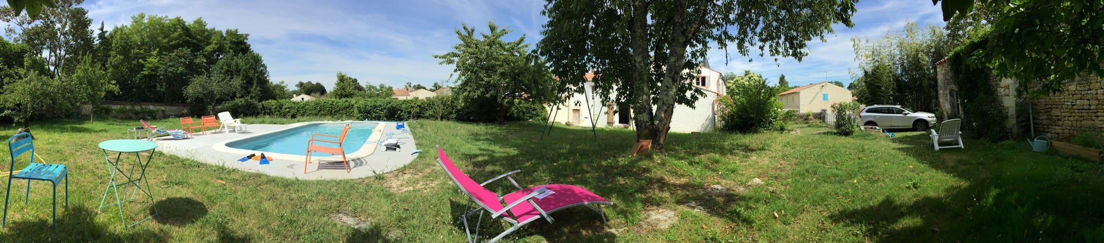 Maison spacieuse et agréable tout confort - Port-d'Envaux - Hus