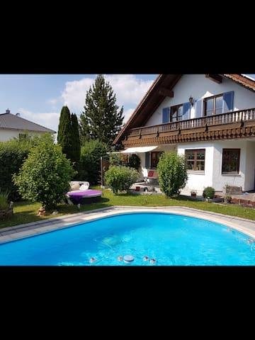 Warm private room in countryside - Bruckberg - Hus
