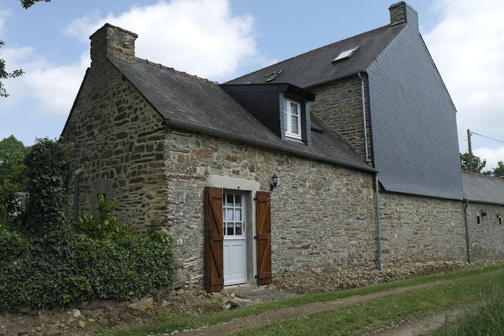 Traditional French cottage in Brittany - Guillac - Huis