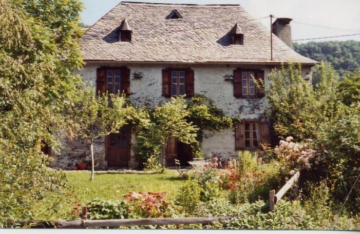 Gîte Poutore - charmante maison en montagne - Saint-Jean-du-Castillonnais - Pondok alam