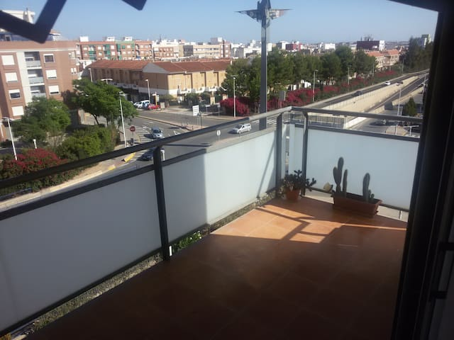 4th floor sunny appartment, great terrace & views - Manises - Outros