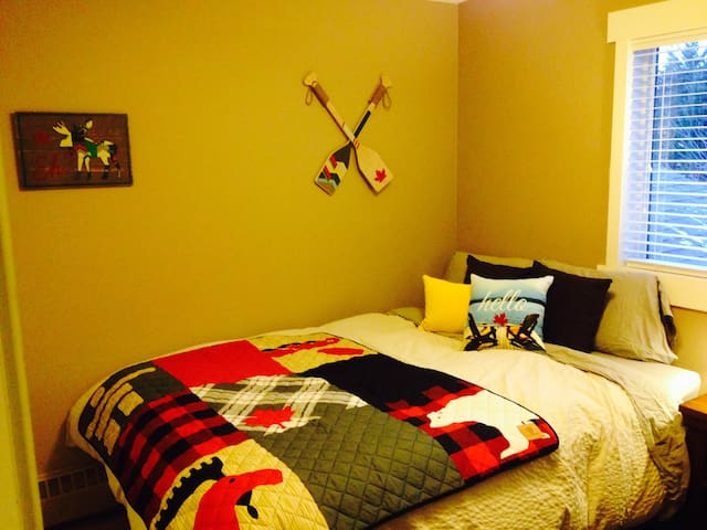 Clean, quiet home away from home!! - Canmore - Appartement