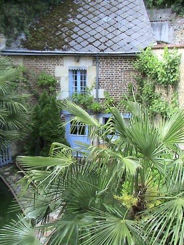 Le Boissier : chambre semi-troglodyte indépendante - Troo - Gästehaus