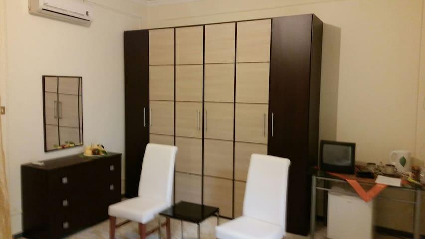 Suite a 7 km daMilazzo,stanza  matrimoniale,bagno - Torregrotta - Daire