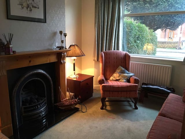 Great room near Nottingham City Center - Netherfield - Huis