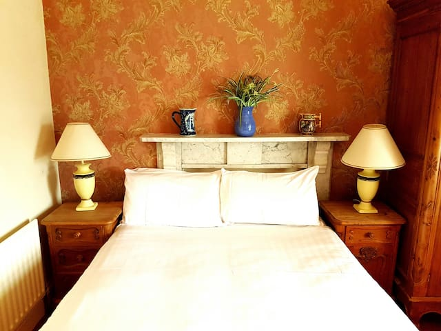 Double room with Private Bathroom - Moy