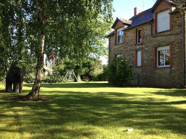 Maison traditionnelle Bretonne - Les Brulais - Hus