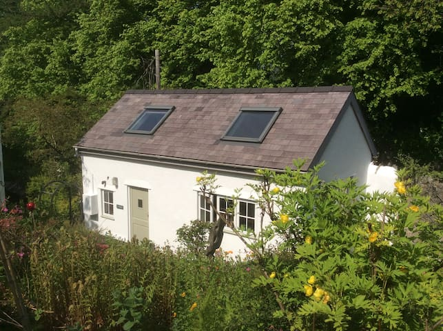Self contained garden cottage - Llanrug