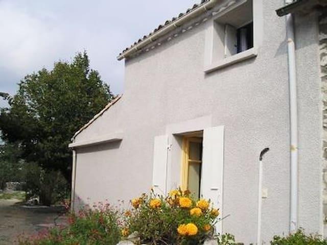 Maison idéalement située - Ruoms - Casa
