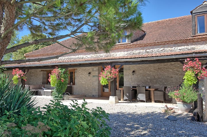 Beautiful 3 bedroom barn conversion - Bourlens - Hus