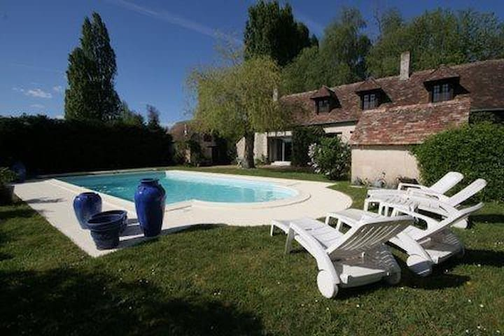 PROPERTY CLOSE TO THE 24 HOURS RACETRACK - Teloché - Casa