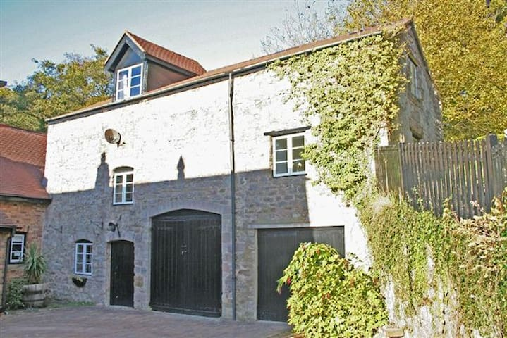 Dovecote Cottage to one side of a sunny courtyard - Saint Briavels - Hus
