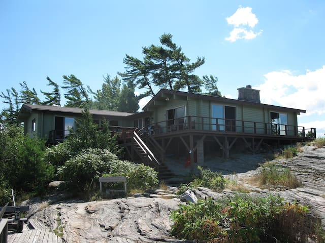 Beautiful cottage on Georgian Bay - Honey Harbour - Cabaña