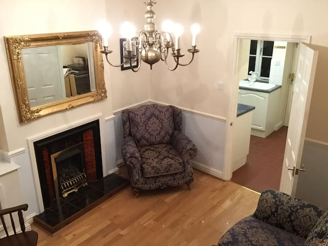 Old cottage great location - Rothwell - Huis