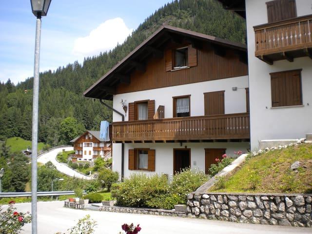 Soleggiato appartamento nel cuore delle Dolomiti - Caprile - Appartement