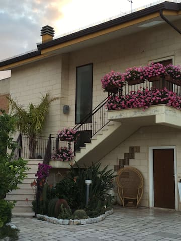 Panoramico appartamento in paese - San Nicandro Garganivo - Leilighet