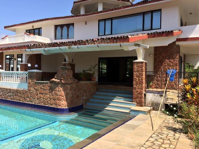 Rustic Contemporary 5BHK Villa with pool @ Varca - Varca - Villa