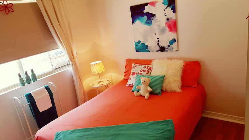 Bright, Comfy Room in funky home - Close to all - Coconut Grove - Hus