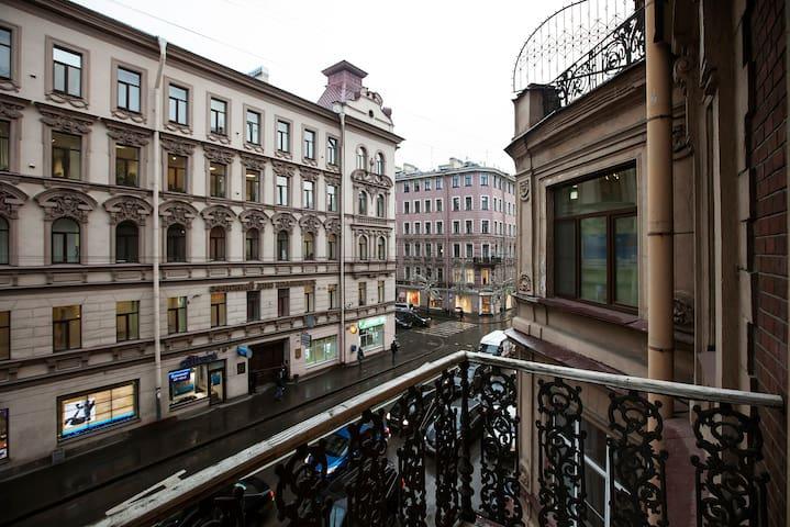Апартаменты с балконом на Большой - Saint-Pétersbourg - Bed & Breakfast
