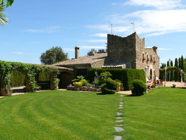 Masia rústica Can Mateu de la Creu - Girona - Villa