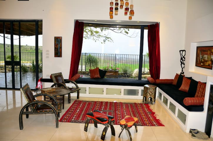 A beautiful house in the middle of Israel - Kfar Uria - House