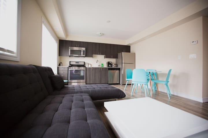Beautiful 1 Bed 1 Bath Condo New - 科林伍德(Collingwood) - 公寓