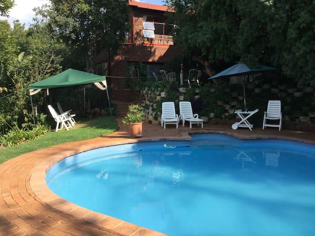 Apartment in Mondeor, Johannesburg South - Johannesburg South - Leilighet