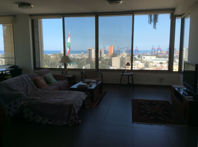 Large house with stunning views in Mar Mikhail - Beirut Governorate - Leilighet