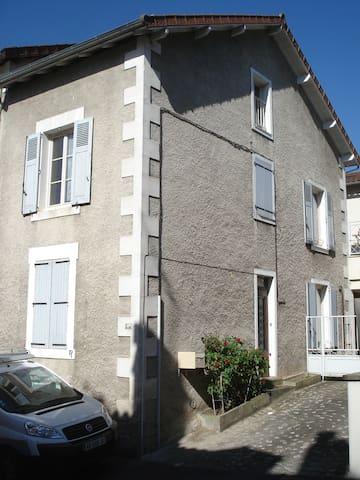 maison de ville,  SAINT-JUNIEN, à 30 km de LIMOGES - Saint-Junien - Townhouse