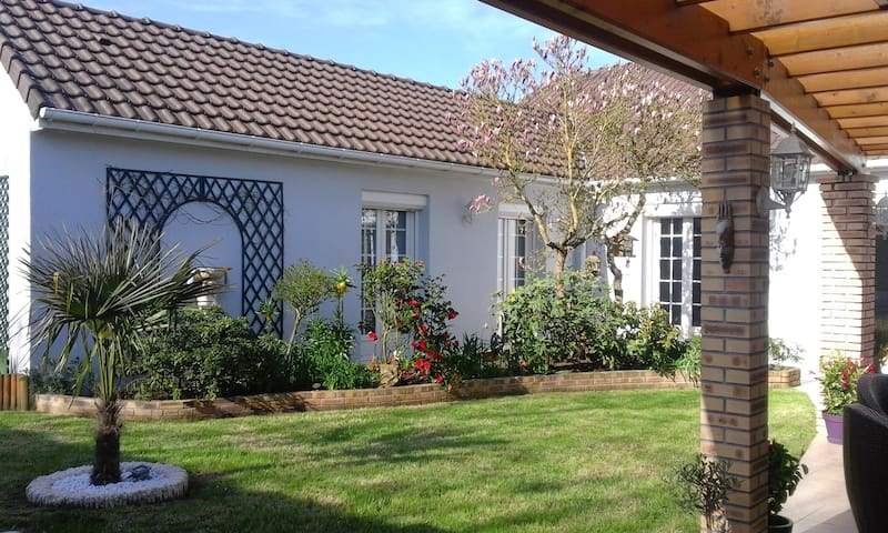 Modern house with garden - Thivars