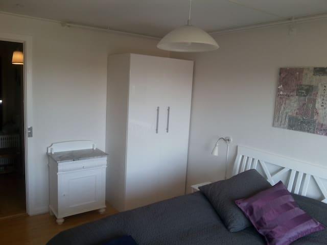 Cosy room, newly renovated. Free carp, bus close - Aarhus