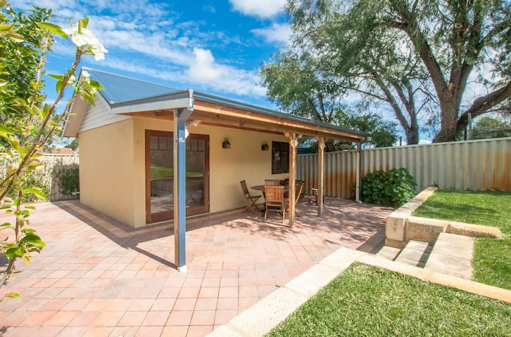 Private Granny Flat near Freo! - Willagee - 公寓