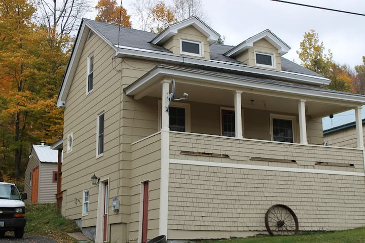 Cozy 3 BR camp/home in Northern NH. - Berlin - Huis