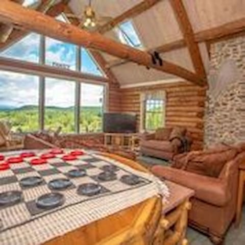 """The Hive"" Luxury Mnt Log Home At 35 Peaks View - Brownfield - Ev"