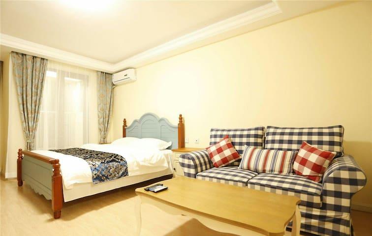 独一无二的公寓,清新的装修风格,全采光的落地窗。情侣首选空间 - Qinhuangdao - Appartement