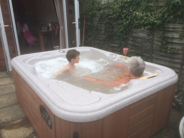 Avondale Woodhall Spa.  3 Bed House & Hot Tub. - Woodhall Spa - Huis